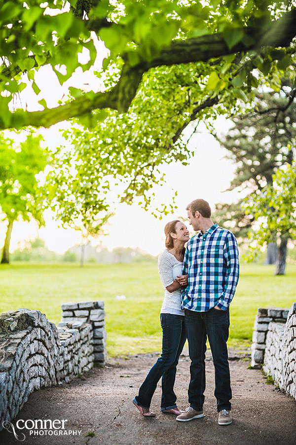 forest-park-engagement-photos-by-st-louis-wedding-photographers_0010